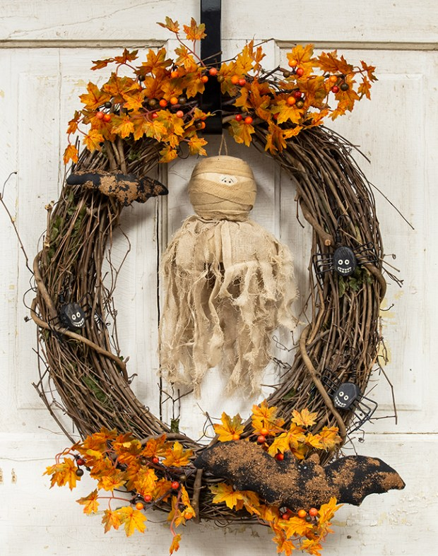halloween mummy wreath