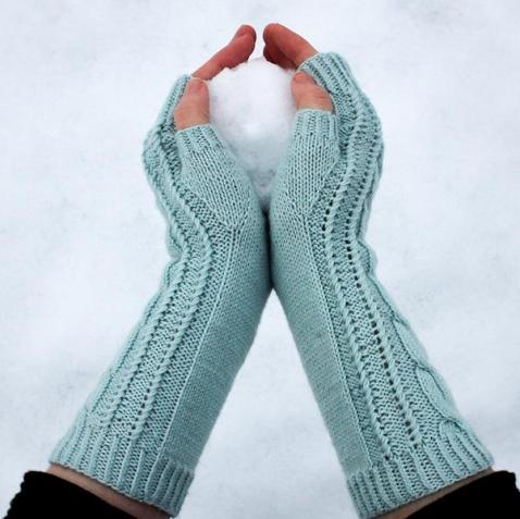 Streben zum Glück Handstulpen gestrickt aus regia premium Cashmere Garn im schnee