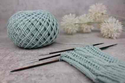 Nadelsspiel Details Bild zur Strick Anleitung streben zum glück stulpen von krassemasche