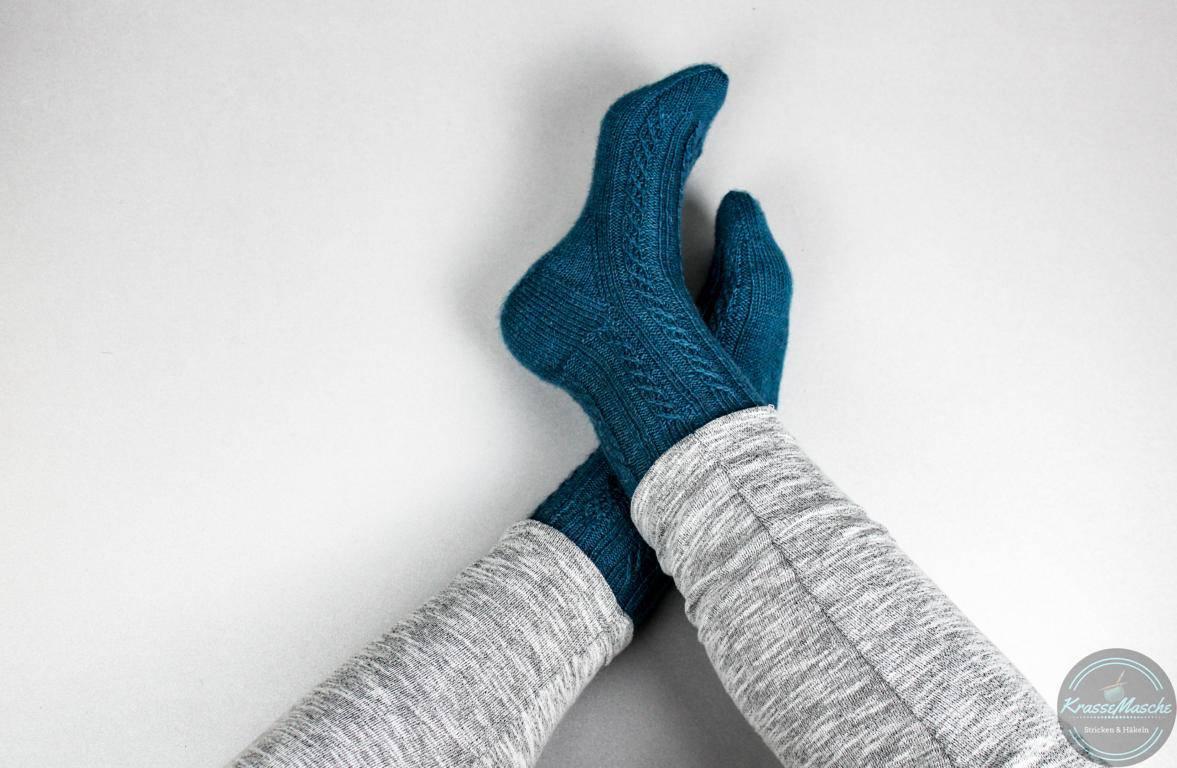 Socken gestrickt mit Herzchenferse im Twisted Left Socks Muster