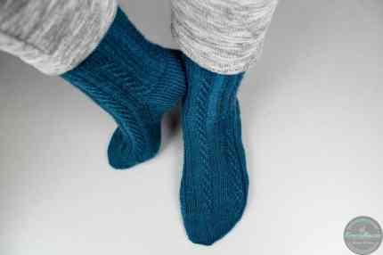 twisted left socks mit Herzchenferse nach Anleitung von krassemasche gestrickt