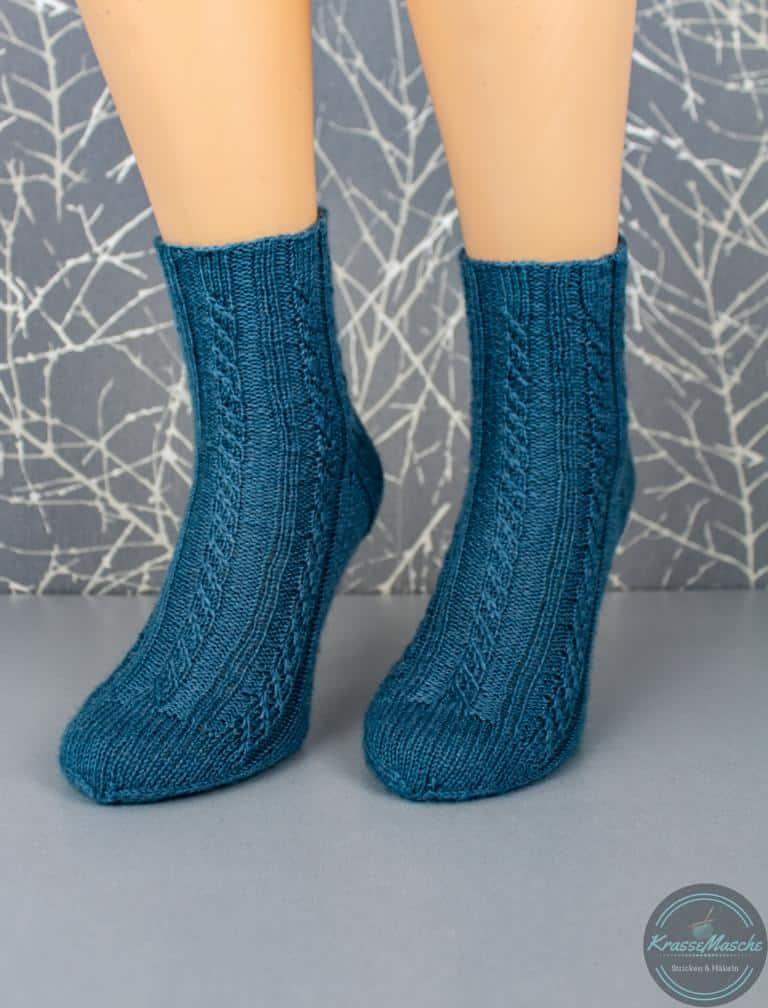 Fertig gestrickte twisted left socks nach anleitung von krassemasche