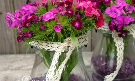 Látványos és egyszerű: törökszegfűs virágdísz házilag