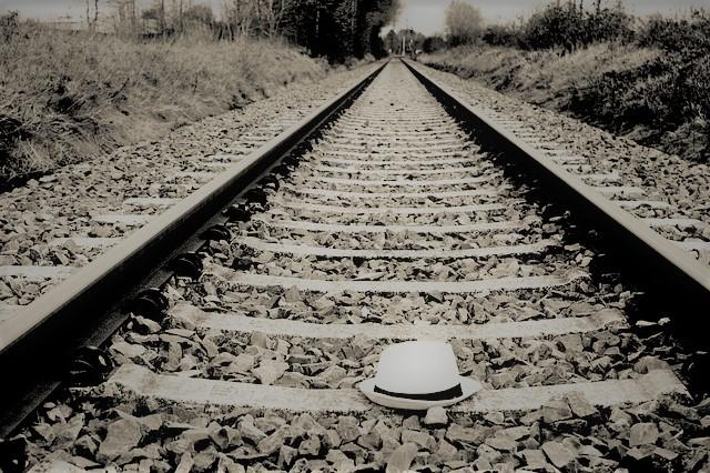 線路と帽子