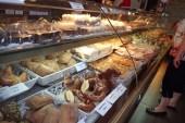 Reichhaltige Kuchenauswahl beim Backwahn