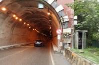 Tunnel mit Radfahren verbotsschild