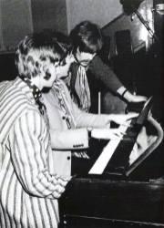 Sesiones de grabación de Sargent Peppers, George haciendo recomendaciones de piano