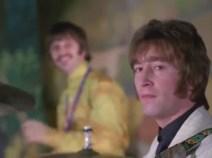 1:28, y a la cuarta, hace un amago rápido, pero no se vuelve del todo. Este gesto no es casual, está preparado. Ringo se monda, por cierto.