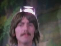 1:29 George aparece por abajo