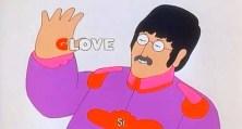 """John quita la G de la palabra, para convertirla en LOVE. Y, para enfrentarse al guante, se """"tira"""" de la cabeza del sargento pimienta con decisión."""
