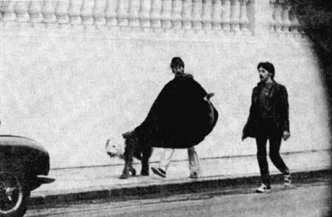 9. John y Faul sacan a pasear a Martha