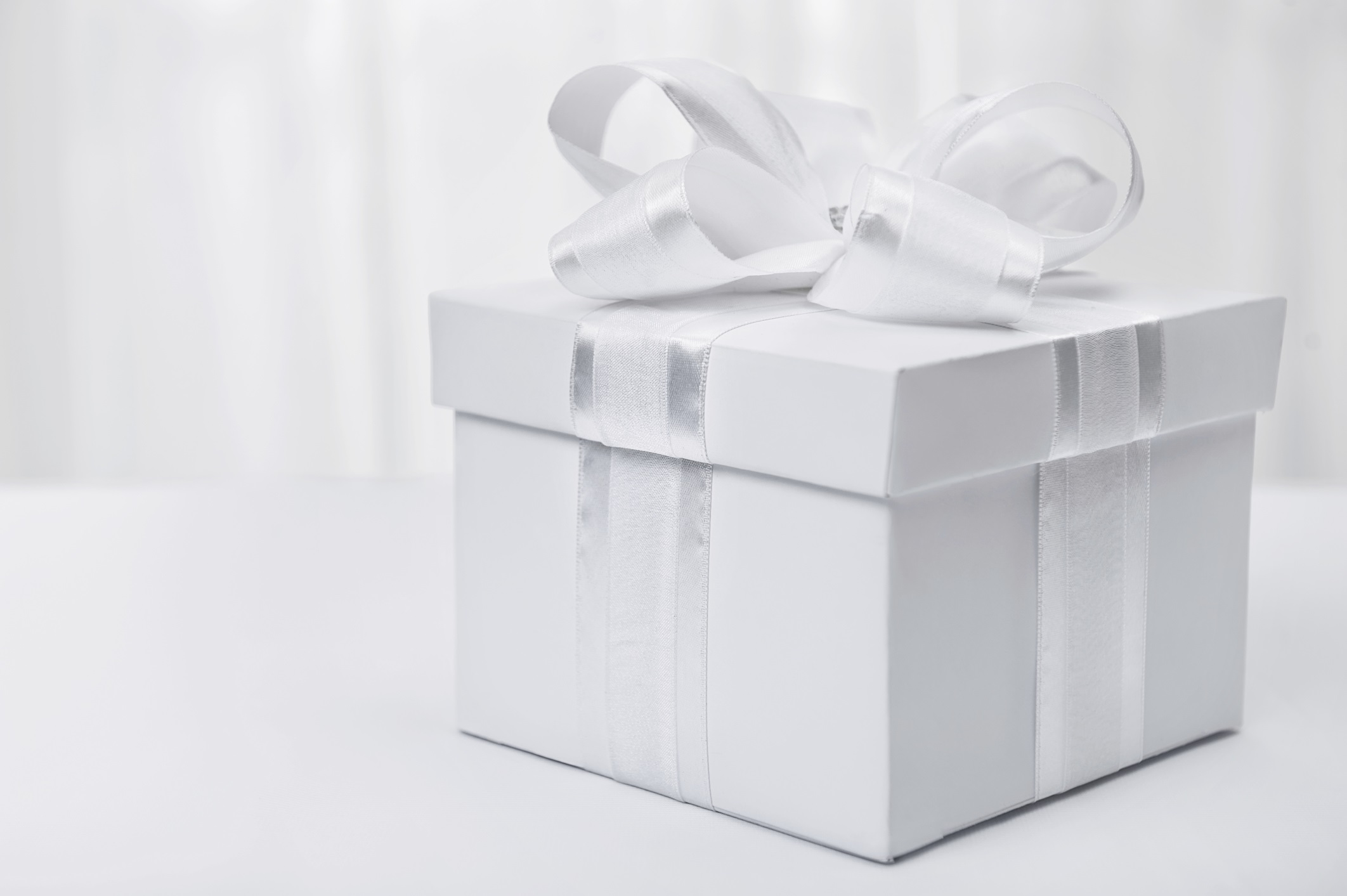New Wedding Gift Etiquette: What You Need To Know Before