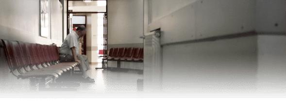 Salle d'attente avec gels antiseptiques