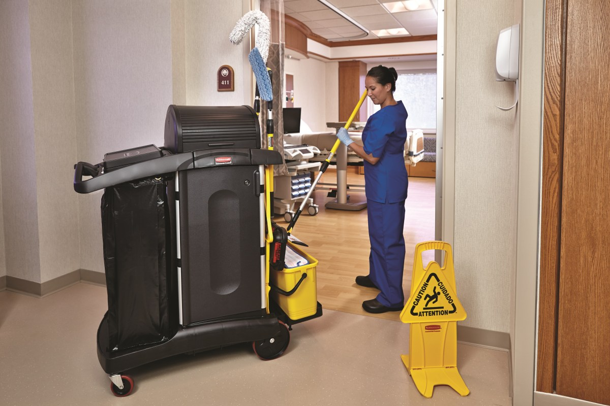 attitudes-cleaning-charging-bucket-yellow-in-use-patientroom