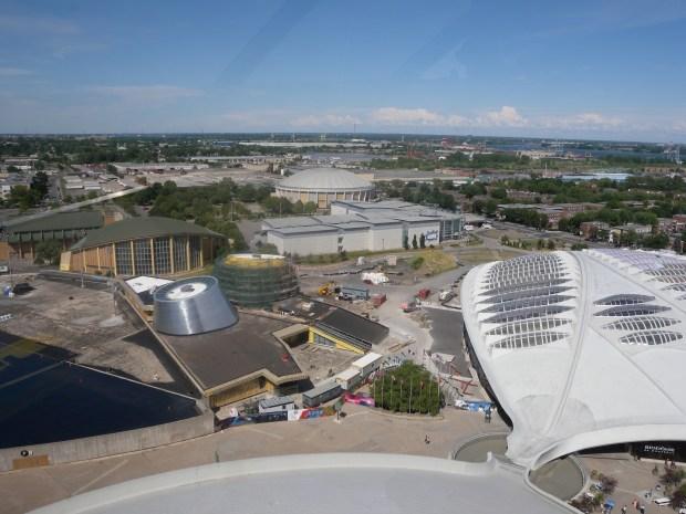vue du biodome, planetrium centre pierre-charbonneau, cinema StarCité. aréna Maurice-Richard à partir du funiculaire stade olympique