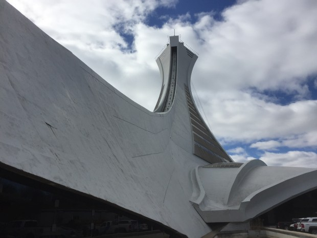 vue du mat en angle face nord stade olympique