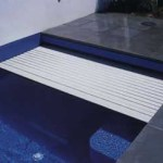Swimming Pools in the middle of winter – Automatic pool covers and solutions