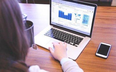 Quelles sont les principales différences entre Google Analytics 4 et Universal Analytics?
