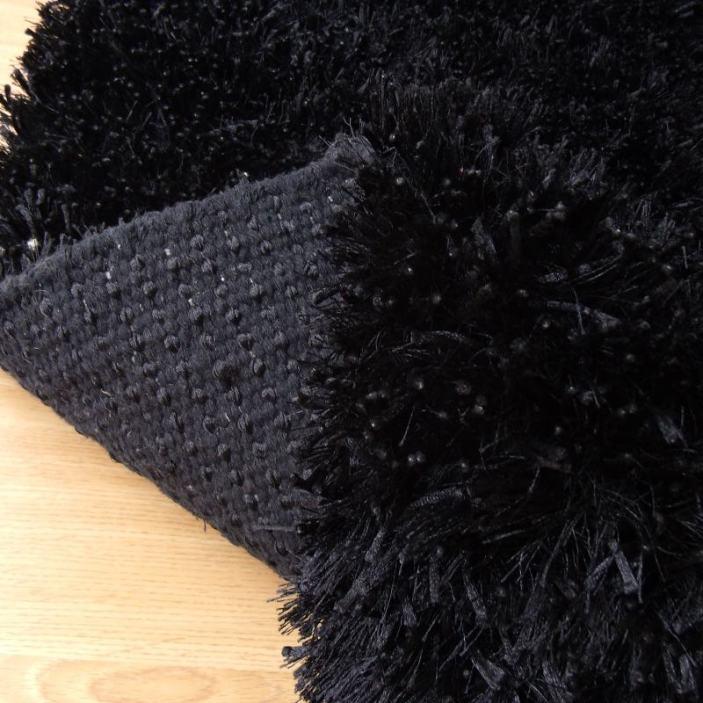 Alfombra spaguetti negra