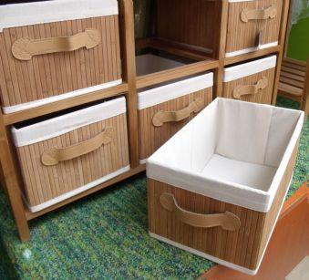 Mueble de bambú con seis cestas