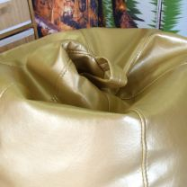Puff dorado metalizado