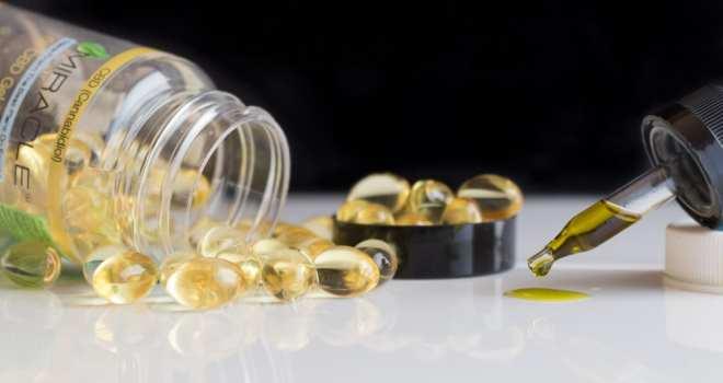 Pilules et teinture à base d'huile de cdb