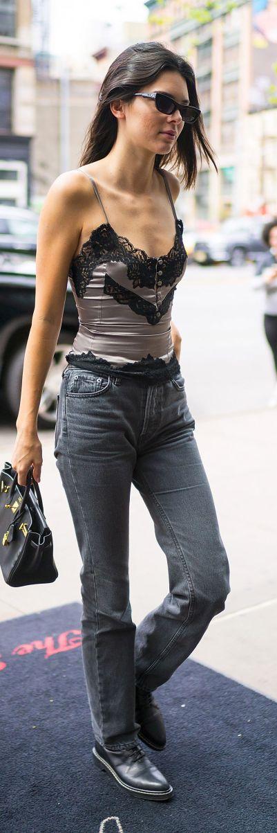 Tendances lingerie de star : un caraco sous un jeans pour Kendall Jenner | Photo ©Getty Images