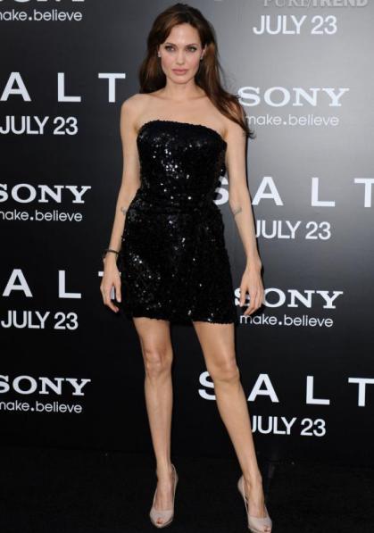 La belle Angelina Jolie a une morphologie en V