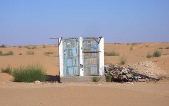 Deux toilettes dans le désert