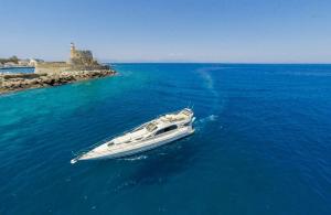 Luxury Boat for Daily Cruises Lefkada