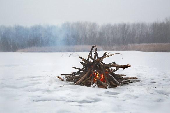 winter-bonfire