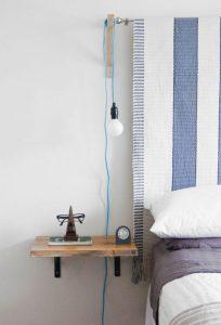 Et pourquoi ne pas suspendre un tapis pour une tête de lit pas chère et accessible