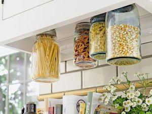 Rangements pratiques pour vos condiments : visser vos bocaux à vos étagères