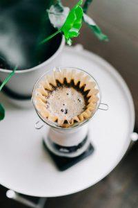 Faites plutôt votre café avec des filtres que des capsules. Voilà un geste zéro déchet facile à mettre en place !