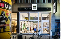MAN store, Herrenbekleidung in der Hansastraße Dortmund. Foto © Dietrich Hackenberg