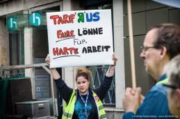 Zentrale Streikversammlung Einzel- und Großhandel NRW auf dem Burgplatz in Düsseldorf am 03.06.2015 und Streikzug zum Einzelhandelsverbandes NRW. Foto Dietrich Hackenberg