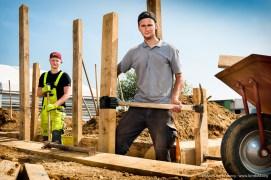 Zwei Auszubildende für Rohrleitungsbau. Ausbildungszentrum der Bauindustrie in Kerpen. Foto Dietrich Hackenberg