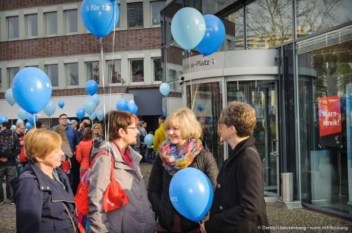 Streikende der DEW. verdi Streikveranstaltung Öffentlicher Dienst, Dortmund am 10.04.2018. Foto Dietrich Hackenberg