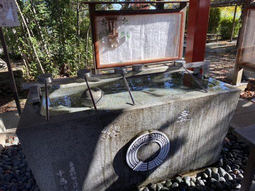 東伏見稲荷神社の手水舎(まだ手水が閉鎖されていなかった頃の様子)