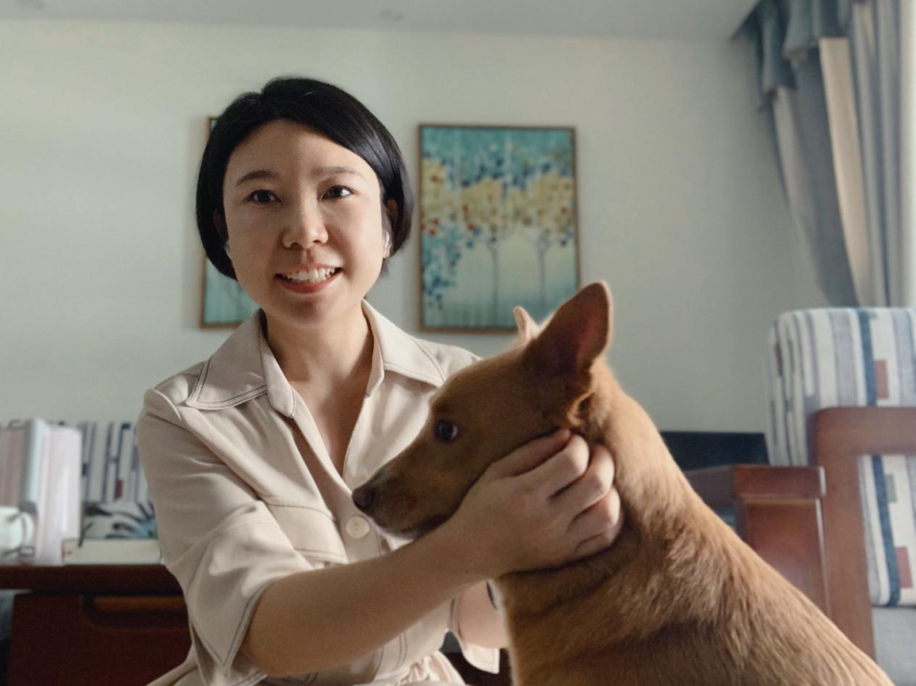 Yan Jiayu and her beloved puppy Xiaoqi