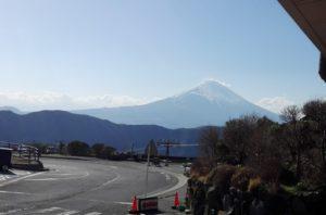 大涌谷駐車場から見る富士山