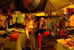 LaurieandTaylorBonnaroo2009