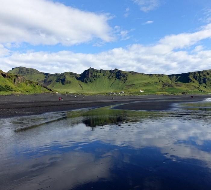 Reynisfjara der schwarzer Lavastrand von Vík