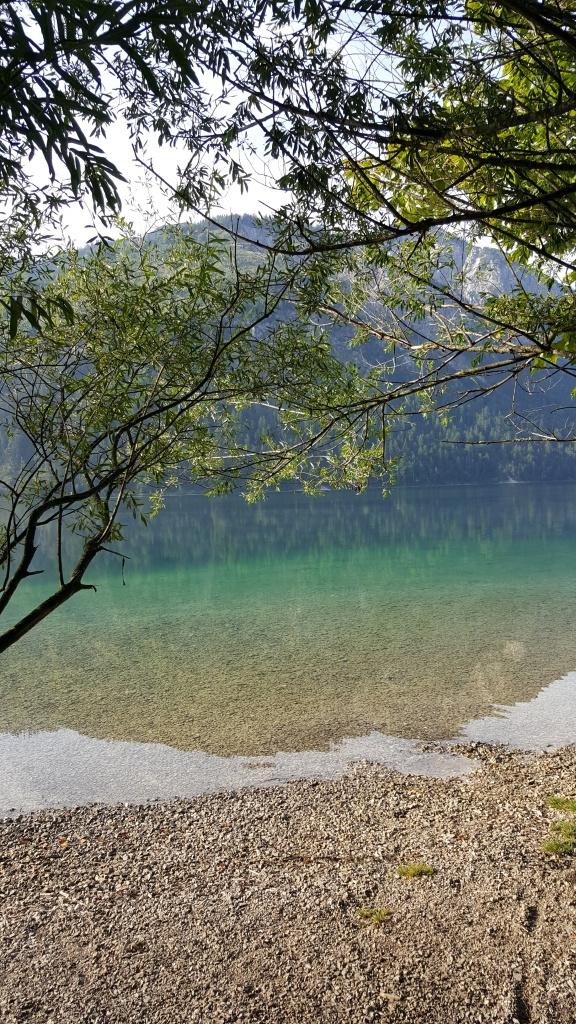 türkisblaues Wasser am Plansee