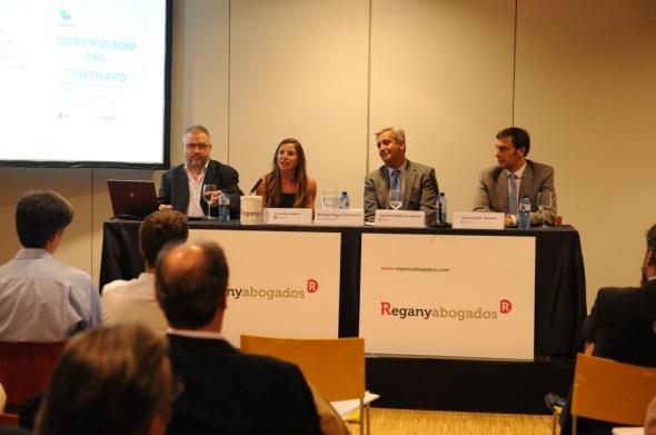 Mesa de ponentes en la conferencia. De izquierda a derecha: Sisco Sapena, Mercedes Regany, Juan Hernández de Lorenzo y Roberto Ruíz Scholtes. Fotografía de Ramón Gabriel.