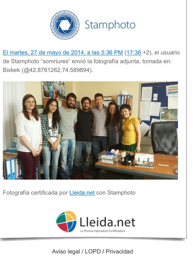 Somriures del Kirguizistan con el equipo local de Unicef en el país asiático.