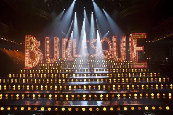 burlesque_nedir_saloon_stage_girls_sema_kavaslar