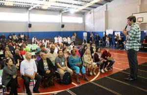 Prefeitura entrega escrituras a 87 famílias do Rosa Branca