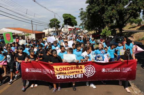 17.02.2020 Armadilha contra a dengue e passeata da Escola Municipal Zumbi dos Palmares