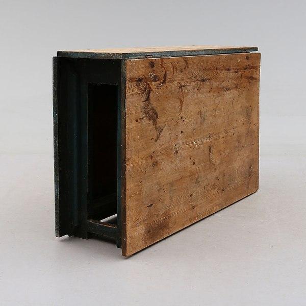 Swedish gateleg table, circa 1800